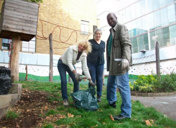 Fitzrovia Trust planting at children's playground